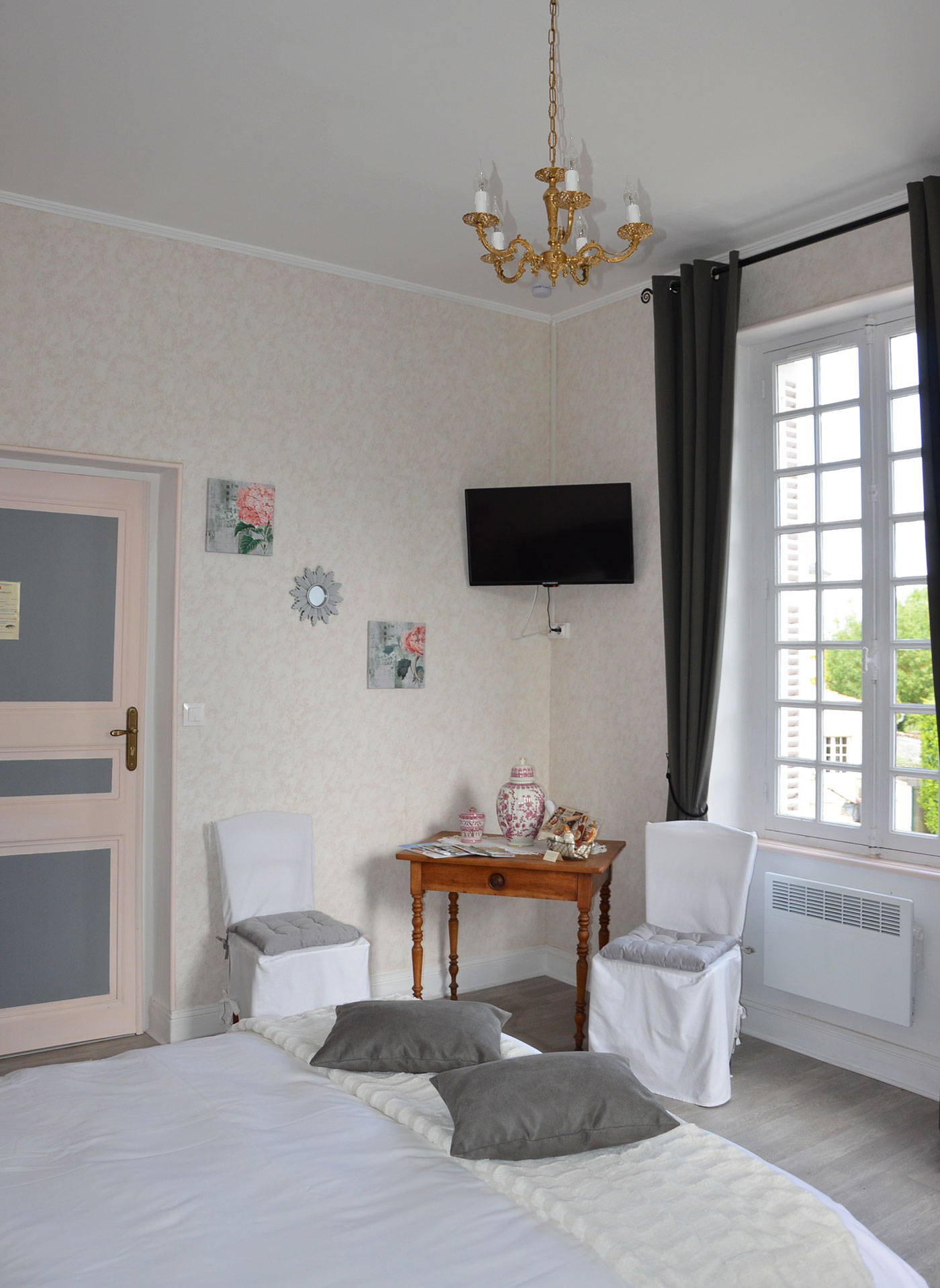 Petite Champagne bedroom